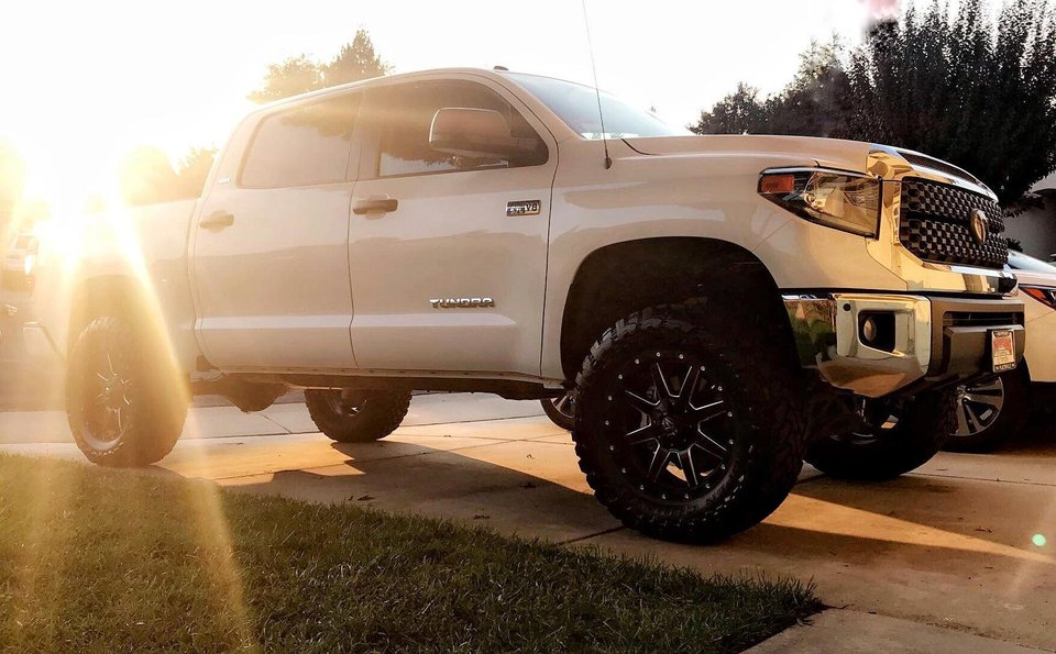 6 Best leveling & lift kits for Toyota Tundra & Buyers Guide (2019)